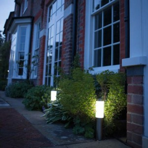 Outdoor-solar-powered-LONDON-post-lights-ss9896-2